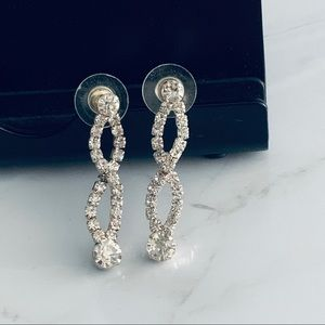 Crystal dangle earringa